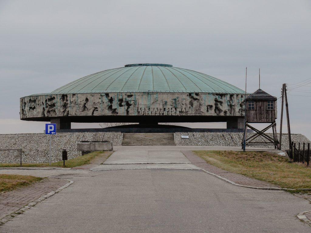 Oboz-koncentracyjny-na-Majdanku