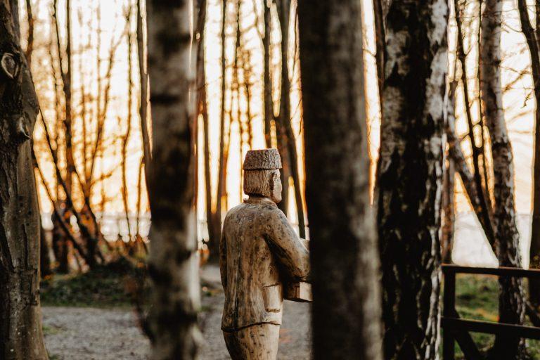 rzeźby w Jastrzębiej Górze
