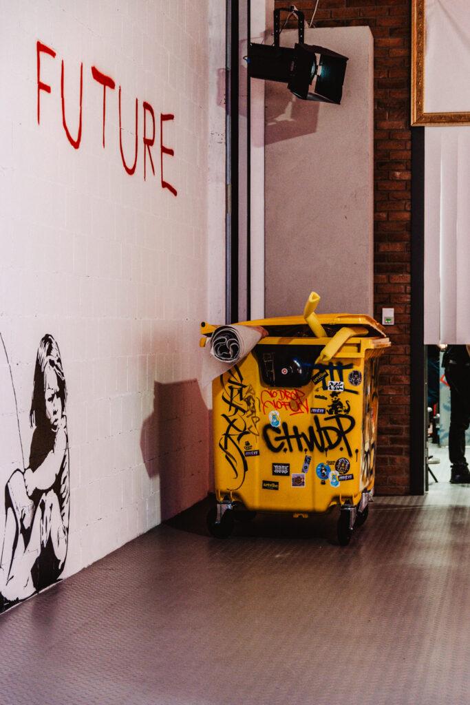 Kim jest Banksy, No Future