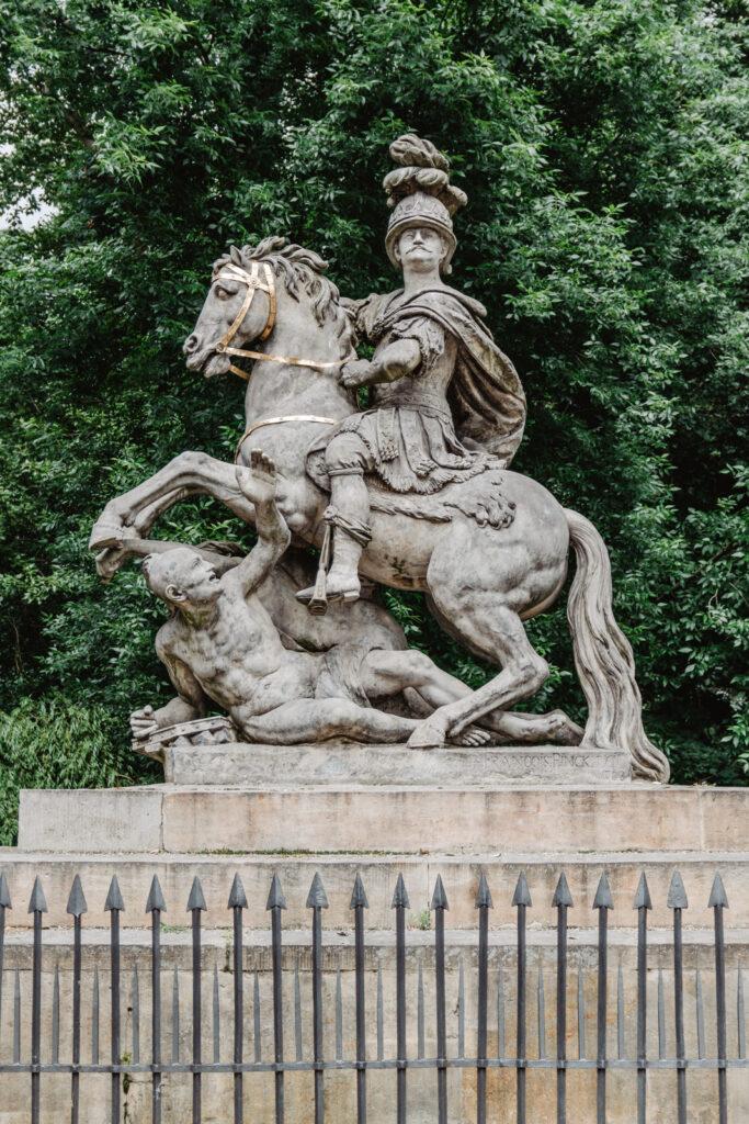 Pomnik Jana III Sobieskiego. Łazienki Królewskie co zobaczyć?